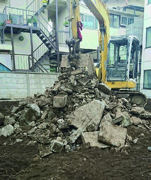 多くの解体ガラが地中に埋められていました